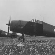 Patrouille de deux F6-F5 Hellcat du NN alignés et prêts au décollage