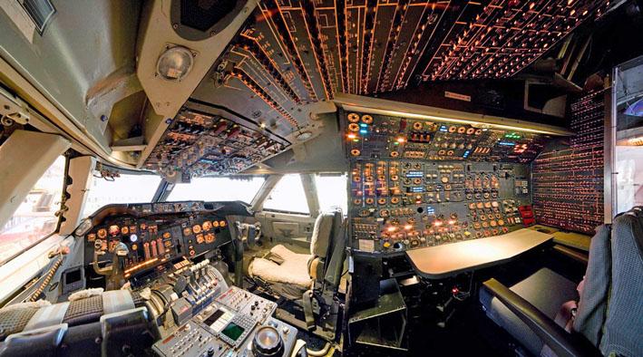 Cockpit b 747