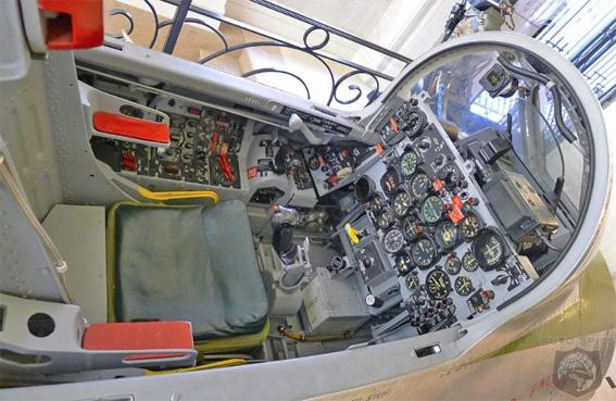 Cockpit f 84f