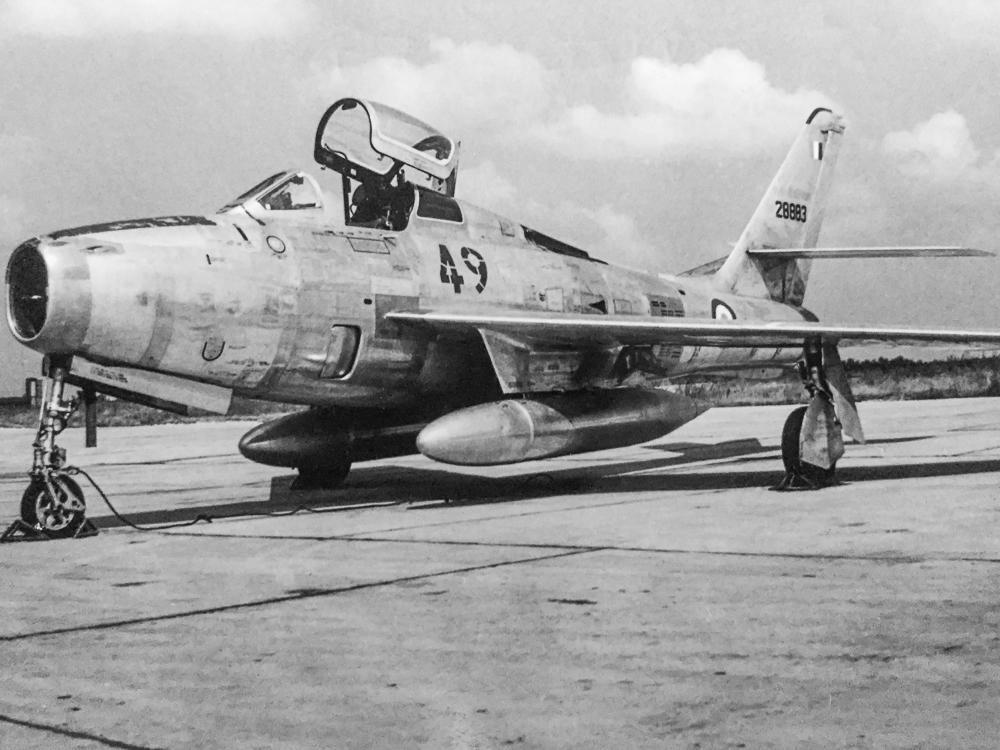 F-84 F sol 2