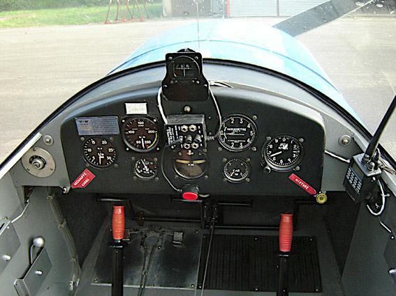Jodel 112 cockpit b