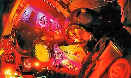 Navigateur mirageiv dans sa cabine en vol002
